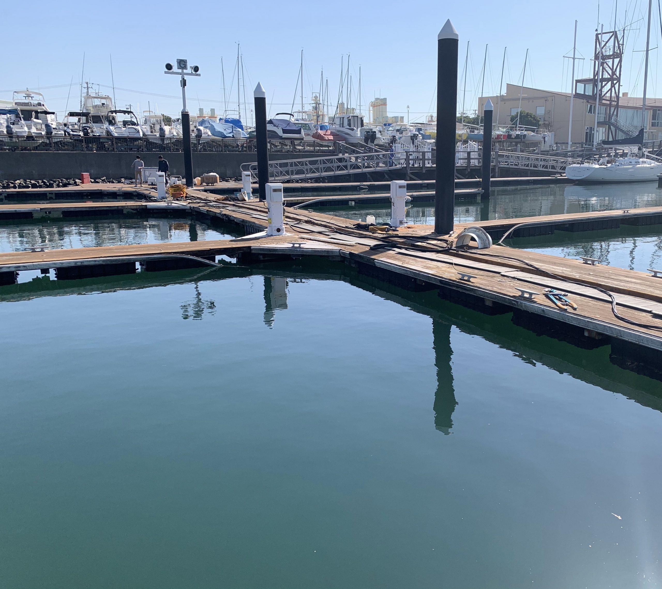 本日より桟橋工事開始です